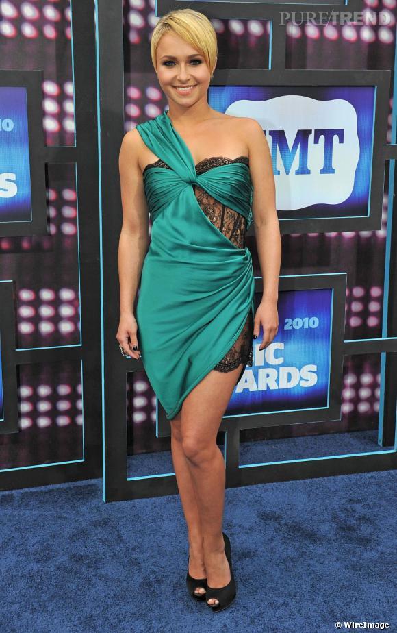 Hayden Panettiere se met au vert pour les CMT Music Awards