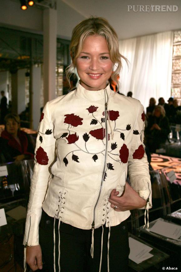 Toujours en 2005, la blondinette ne sait que choisir entre look rock du cuir et le romantique des imprimés...