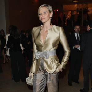 Une princesse des temps modernes peut porter à la fois des robes de bal et des modèles plus futuristes, Charlene nous en offre la preuve.