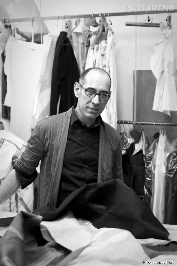 Gustavo Lins dans son atelier