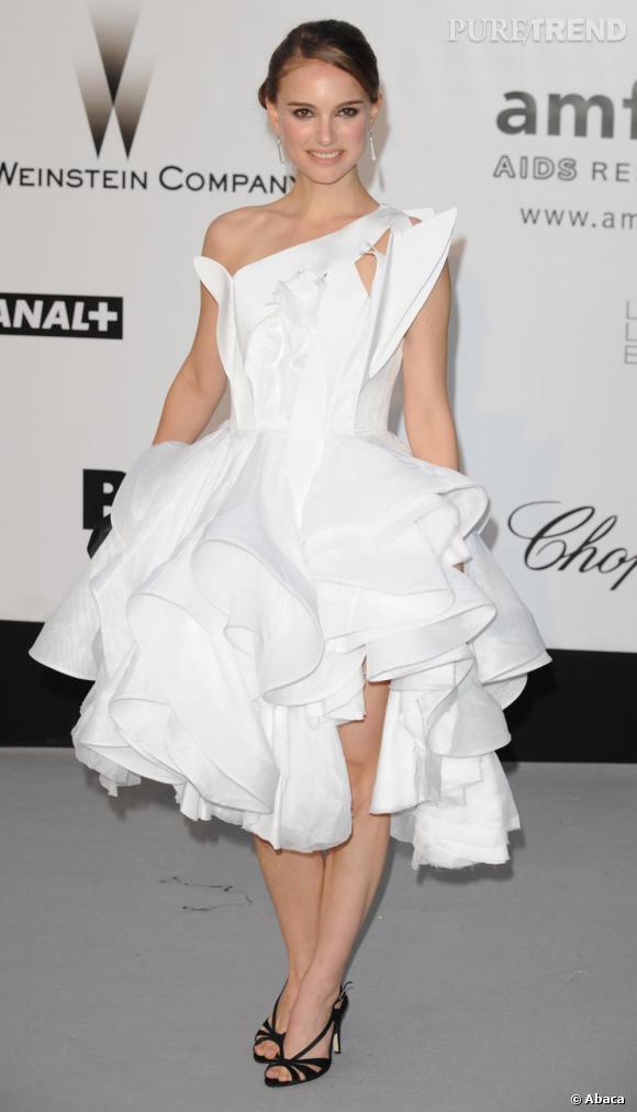 Natalie Portman est une véritable princesse en robe asymétrique et délicieusement froufroutante.