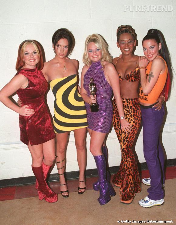 En 1995 à Londres le phénomène Spice Girls explose. Geri opte pour le dress code rouge toute en velours !