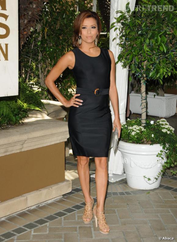 Eva Longoria fait de nouveau confiance à une petite robe noire lors d'un déjeuner chic à Los Angeles.