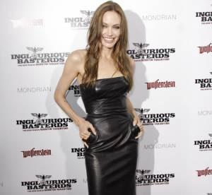 Angelina Jolie Vs Lara Stone : qui est la plus sexy en robe en cuir ?