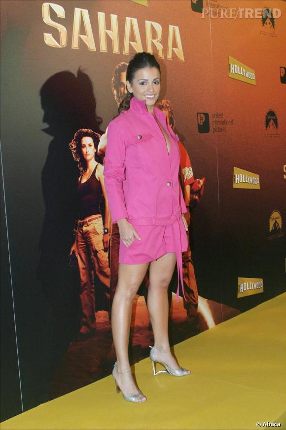 Pour la première du film de sa soeur, Monica joue les bimbos en volant la robe de Barbie. Elle l'associe à une paire d'escarpins argentés.