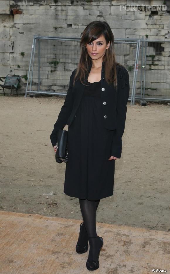 Fashionista, Monica est de tout les front row mais continue d'afficher un look très peu original.