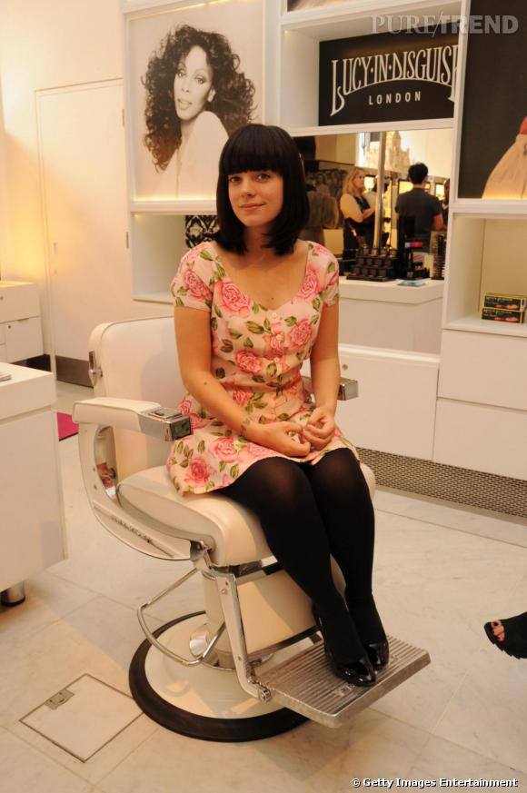 Lily Allen dans sa boutique Lucy in Disguise à Londres.