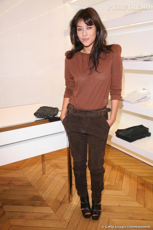Mylène Jampanoï dans la boutique Dior pendant la Vogue Fashion Night de Paris.