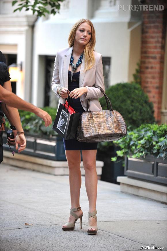 Parfaite working girl, Blake opte pour la sophistication et un style maîtrisé.