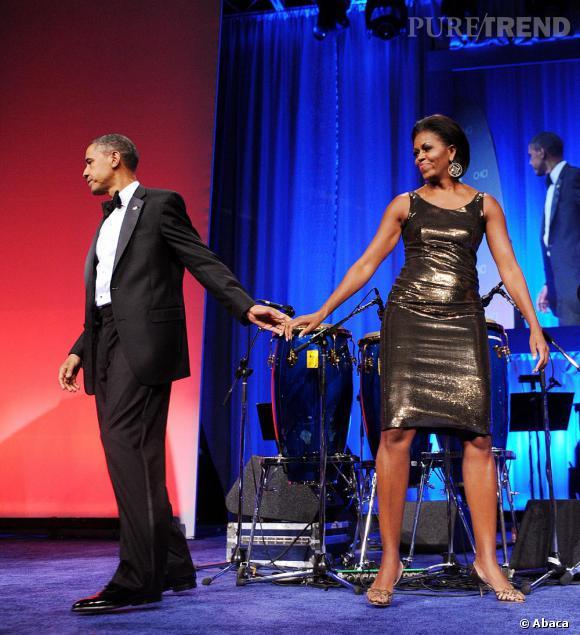 Michelle et Barack Obama esquissent un pas de danse.