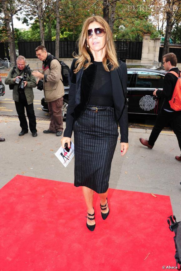 Carine Roitfeld, la rédactrice en chef du Vogue français foule le tapis rouge.