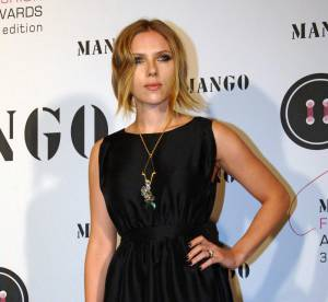 Scarlett Johansson, hôtesse de charme