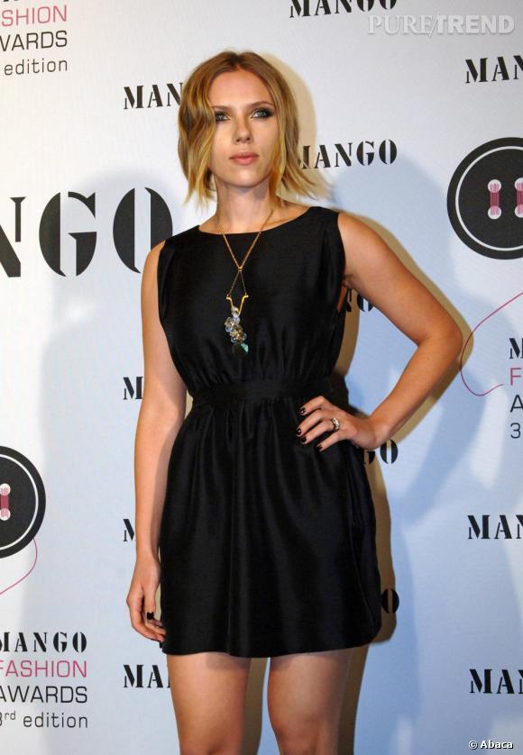 La coupe faussement sauvage, Scarlett Johansson misait sur une petite robe noire pour briller. Simple mais efficace. Un bémol concernant les emmanchures, trop pudiques, peu flatteuses.