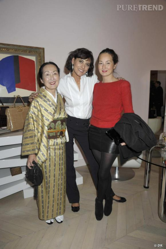 La Comtesse Setsuko Klossowka de Rola, Inès de la Fressange et Arumi Klossowka de Rolaà la soirée de lancement du livre  La Parisienne  d'Inès de la Fressange, chez Roger Vivier.