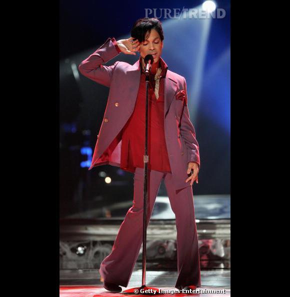 Look plus sobre mais toujours aussi travaillé pour le chanteur, en 2006.