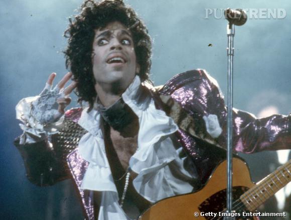 Veste à sequins et chemise à jabot, Prince cultive une image de Lord du funk au début des années 80.