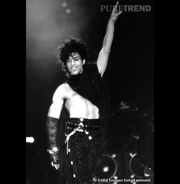 En 1985, le chanteur se découvre une passion pour les cropped tops.