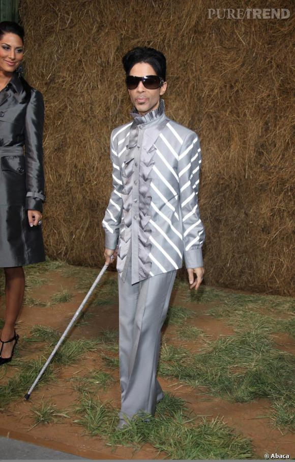 Bête de mode, Prince assiste au défilé Chanel Printemps/Été 2010.