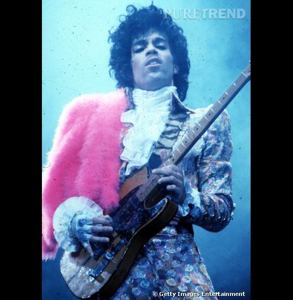 En 1984, Prince s'offre un look à la Jimi Hendrix sur le Purple Rain Tour.