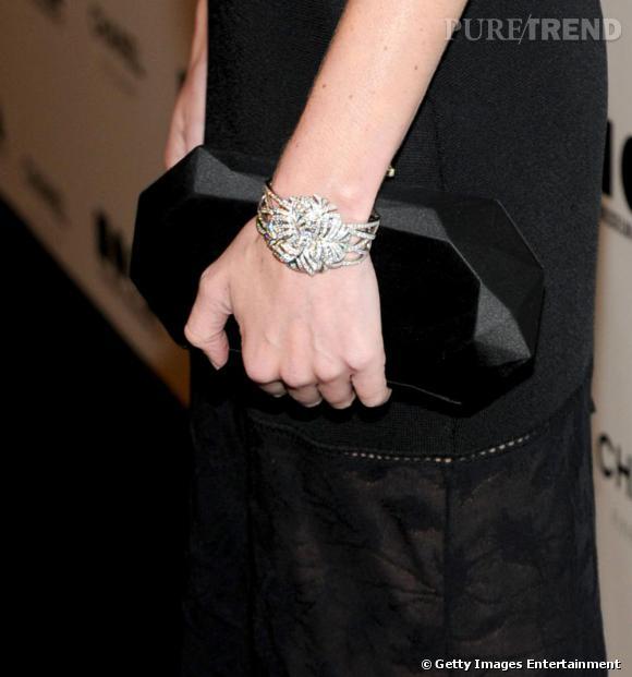 Pochette et bracelet Chanel.