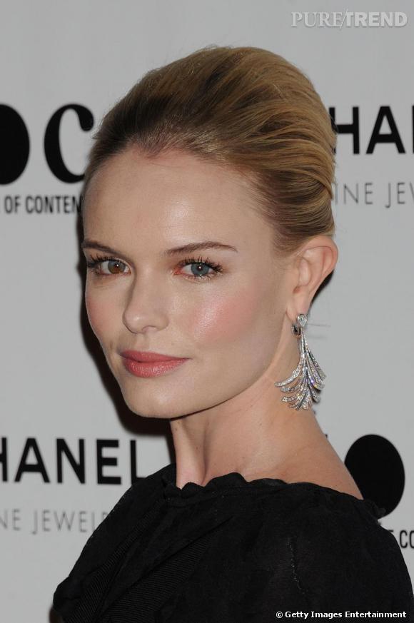 La belle était pour l'occasion parée de bijoux Chanel.