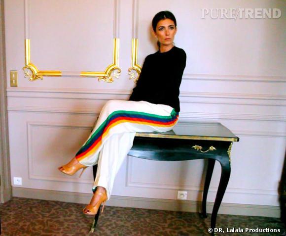 La femme Céline : Mademoiselle Agnès se met en scène en exécutive woman sortant d'une dépression nerveuse en pantalon Céline.