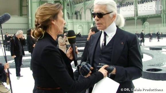 Détente à la fin du défilé Chanel, Agnès et  Karl Lagerfeld  taillent un costard au pantacourt.