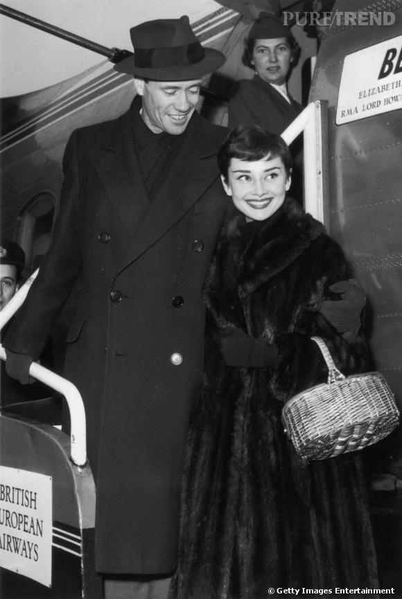 Audrey Hepburn en manteau de fourrure noire.