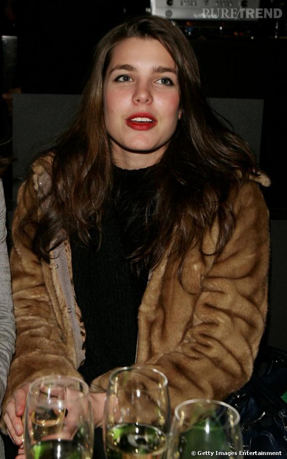La sublime Charlotte Casiraghi en manteau en fourrure ... Sur les pas de Mamie Grace Kelly ?