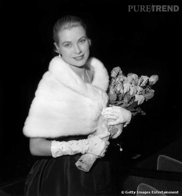 Divine, Grace Kelly adopte le col en fourrure.