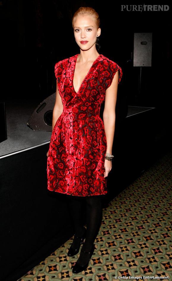 Rouge velours pour Jessica Alba.