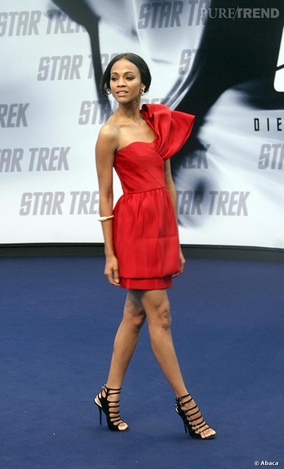 Rouge glamour pour Zoe Saldana.