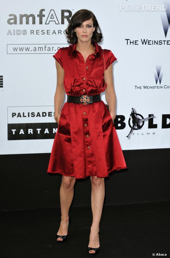 Rouge satiné pour Anna Mouglalis.