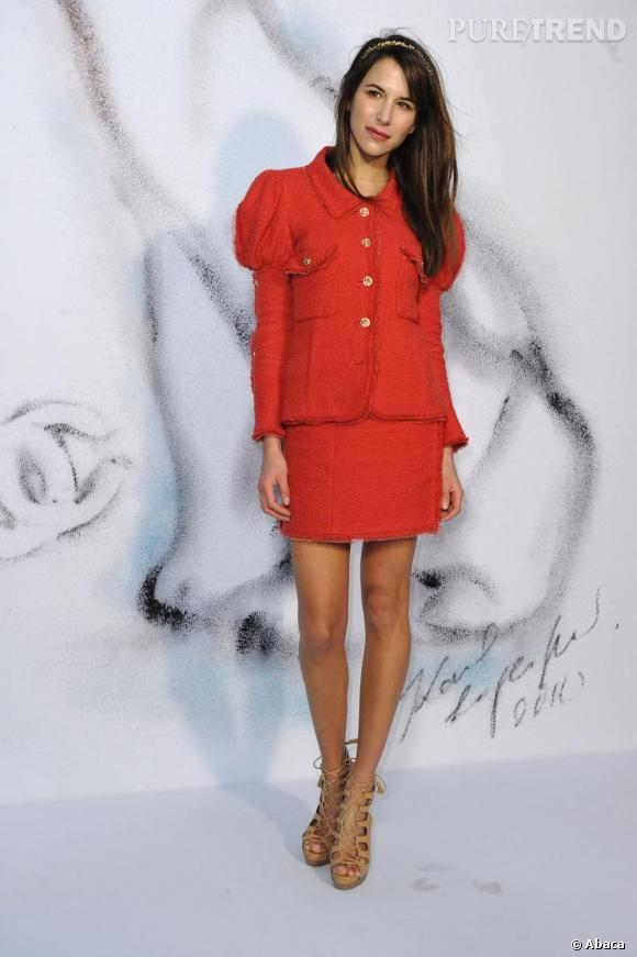 Rouge tweed pour Caroline Sieber.