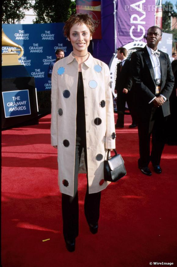 Natalie Imbruglia en 1999. À en juger par sa tenue, elle est venue parce qu'il y avait de la lumière... Ah elle était nominée ? Autant pour nous, sa tenue de touriste nous a induit en erreur.