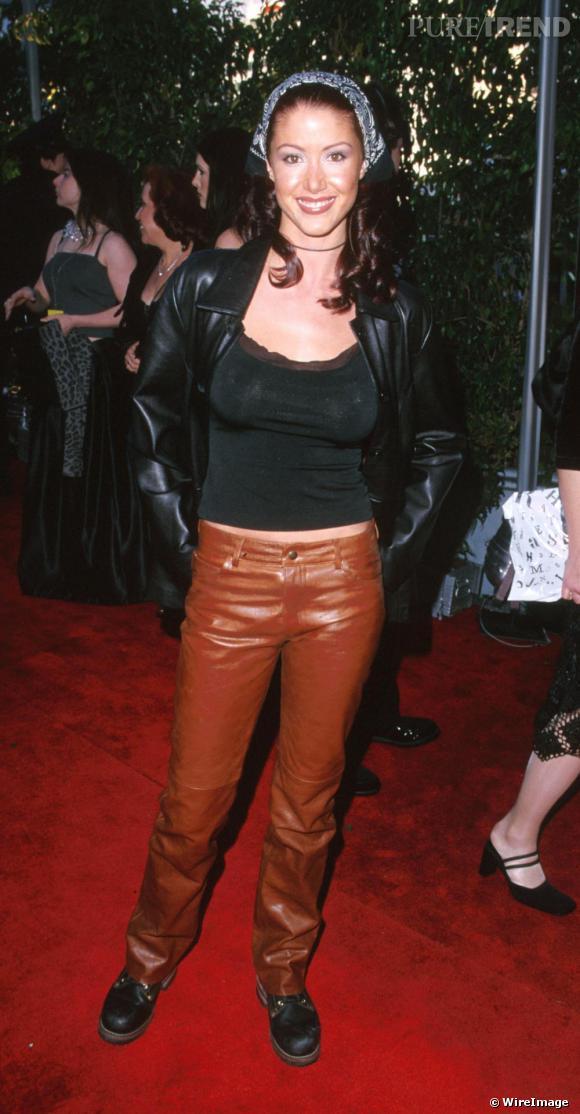 Après le succès d' American Pie , Shannon Elisabeth rejoint le casting de  Scary Movie . En 2000, sur red carpet, c'est sûr qu'elle fait peur.