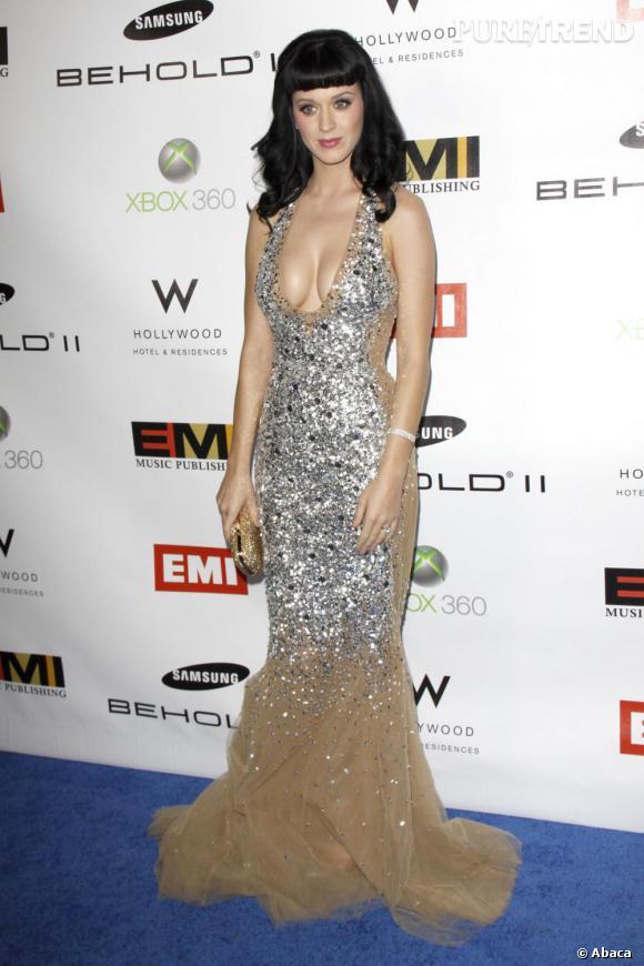 Plus que déesse, sirène du flop en 2010 : Katy Perry.