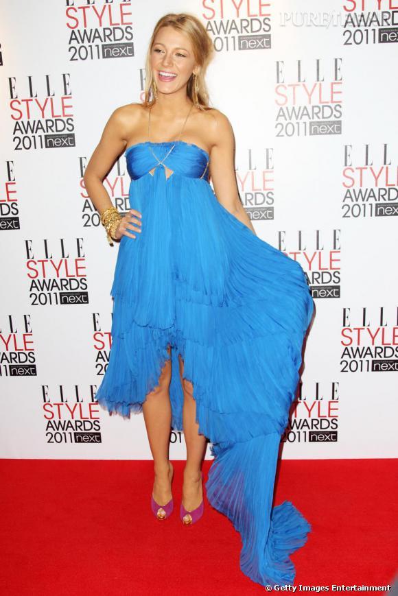 L'actrice opte pour une robe Emilio Pucci printemps-été 2011.