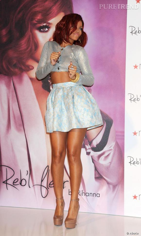 Bocard pastel et peau dorée pour Rihanna en Prada.
