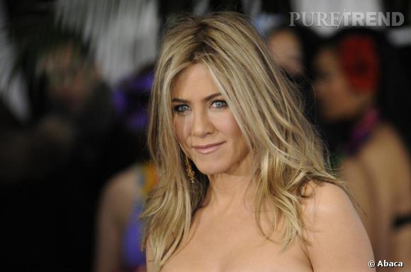 """Le top """"coiffure"""" :  un joli blond ensoleillé, légèrement ondulé et surtout savamment décoiffé. Un look dans lequel Jennifer est passée maîtresse."""
