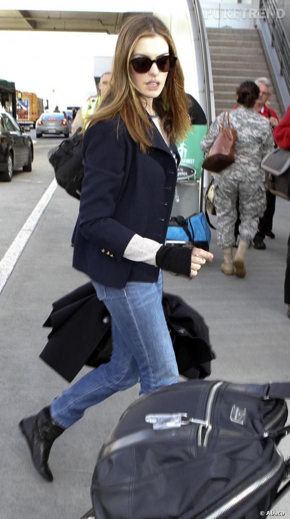 Anne Hathaway à l'aéroport de LAX.