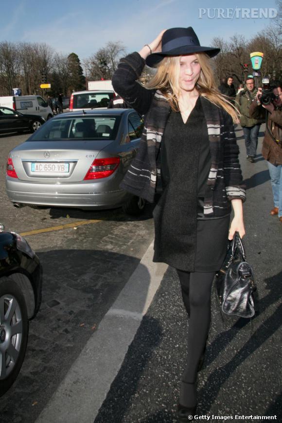 Clémence Poésy, la parisienne gavroche.   Signes de reconnaissance : le chapeau et la robe floue. Et jamais de couleurs trop vives.