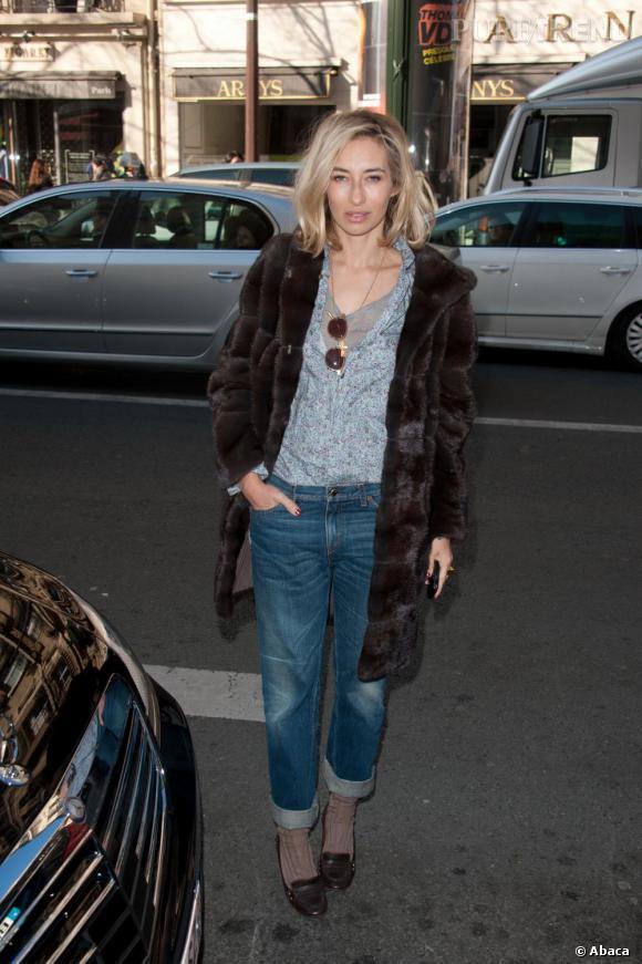 Alexandra Golovanoff, la parisienne qu'on suit.   Signes de reconnaissance : un blond presque suédois et une classe palpable. Même en jean.