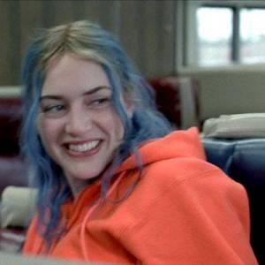"""Dans le sublime film """"Eternal Sunshine of the Spotless Mind"""" Kate Winslet change de couleur de cheveux tout le temps. Cela crée parfois des mélanges étranges."""