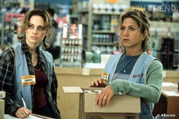 """Zooey Deschanel tout simplement méconnaissable dans """"The Good Girl"""". De même pour Jennifer Aniston peu soignée."""