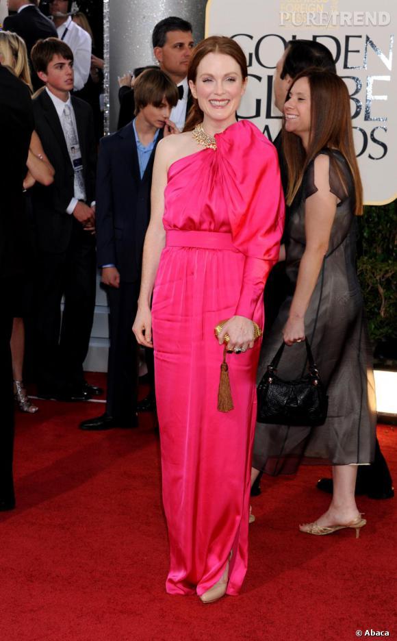 Julianne Moore affiche la couleur haut et fort sur le red carpet, en Lanvin.