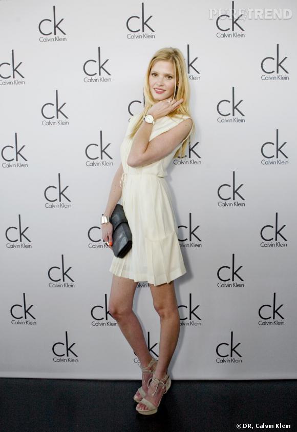 Lara Stone, au Salon Baselworld, a fêté le lancement des nouvelles lignes de bijoux et montres Calvin Klein.