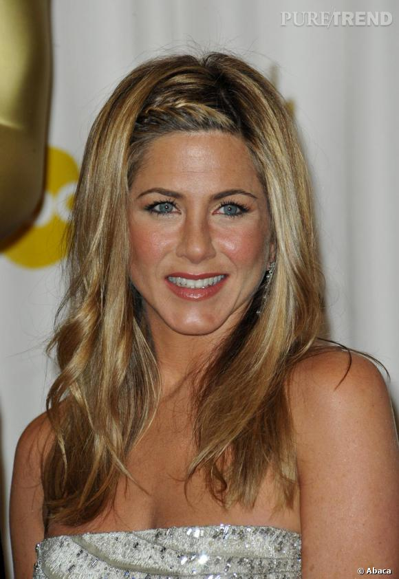 La tresse de Jennifer Aniston version serre-tête.