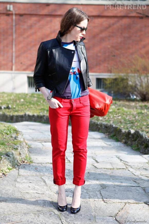 Préféré Son look : pop, éléctrique, tout en rouge et noir, avec un  XU45
