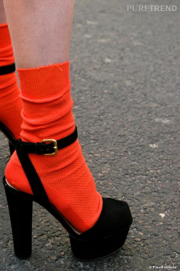 Avec ShoesDes Plateau Les Sandales Noires Portées À yN8O0nmwvP